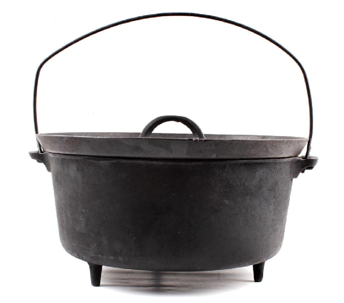 Griswold No.10 Three Legged Chuck-Wagon Dutch Oven - 6