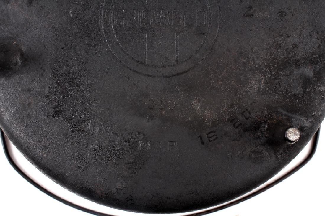 Griswold No.10 Three Legged Chuck-Wagon Dutch Oven - 9