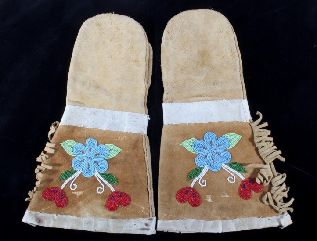 Crow Montana Beaded & Leather Gauntlets Early - 2