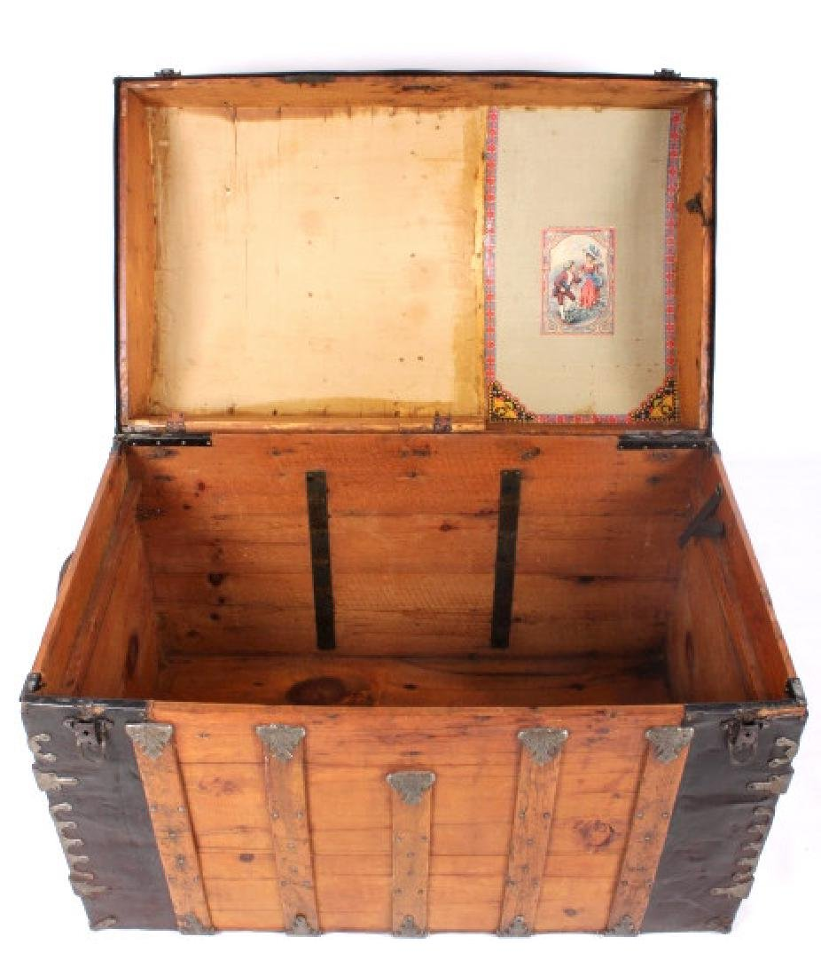 Early Humpback Steamer Trunk 19th Century - 4
