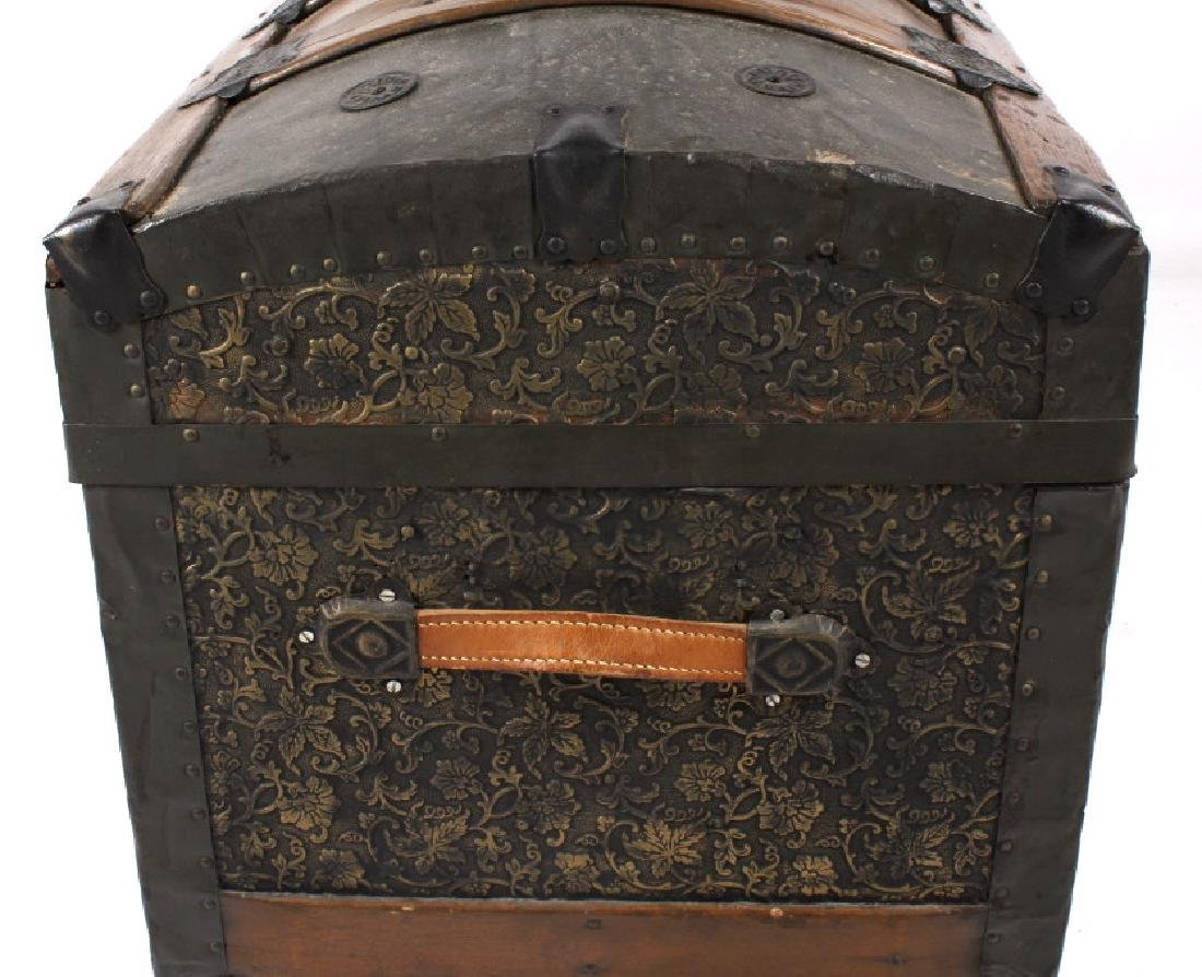 Ornate Early 19th Century Humpback Wooden Trunk - 5