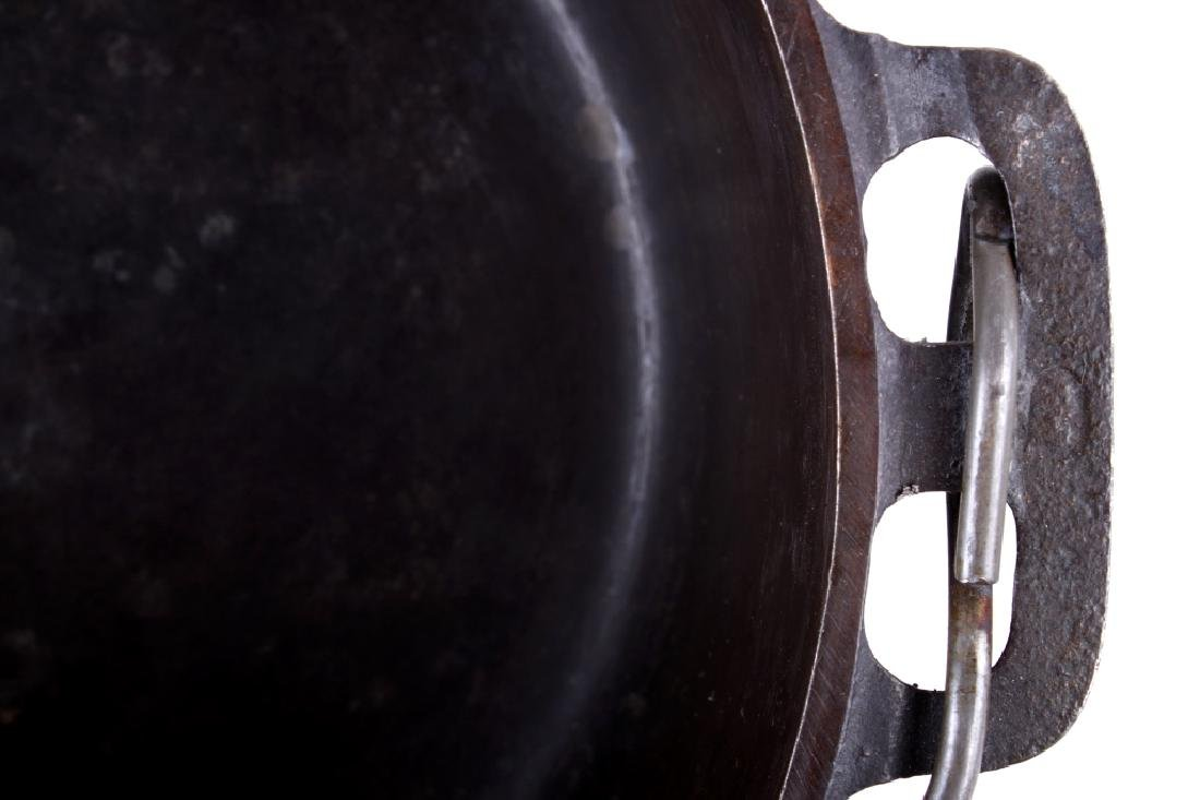 Griswold No. 8 Cast Iron Tite-Top Dutch Oven - 8