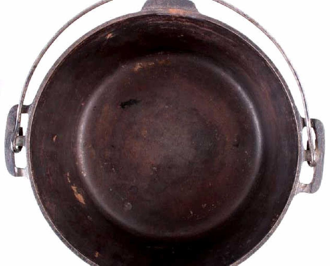 Griswold Cast Iron No. 9 Tite-Top Dutch Oven - 4