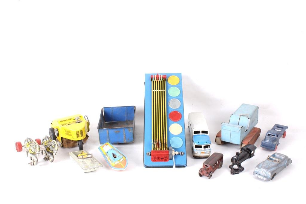 Collection of Vintage Toys & Gee Wiz No. 40 Game