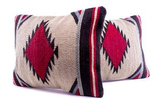 First Mesa Wool Set of Two Pillows Pedro Gutierrez