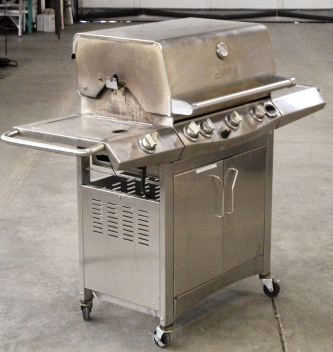 Front Avenue Stainless Steel Gas Grill - 2