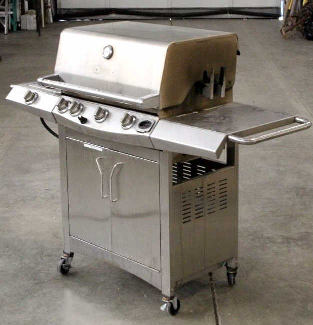 Front Avenue Stainless Steel Gas Grill - 3