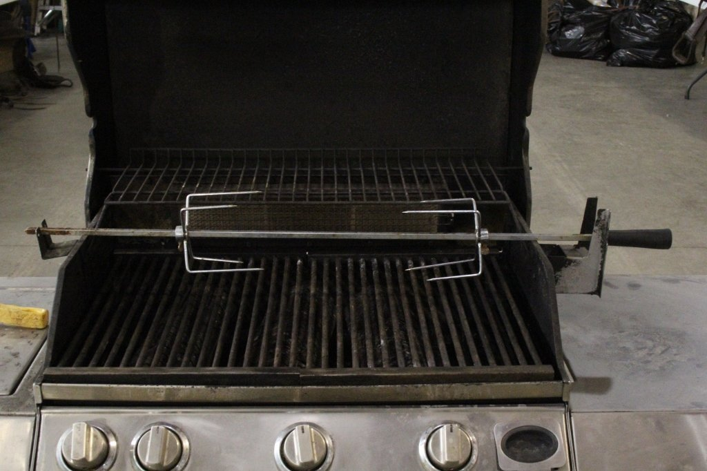 Front Avenue Stainless Steel Gas Grill - 5