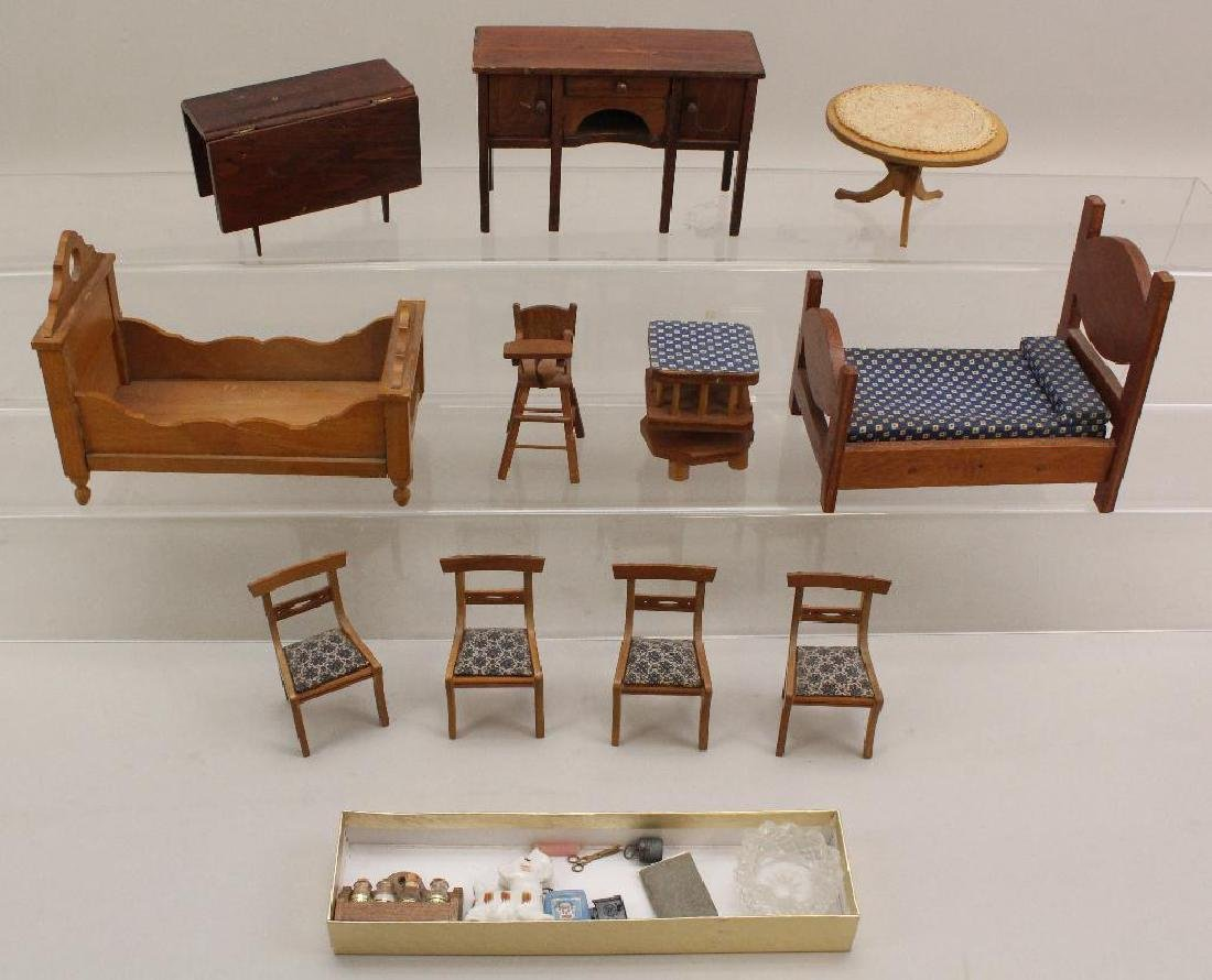 LOT OF VINTAGE MINIATURES: UNMARKED BROWN FURNITURE,