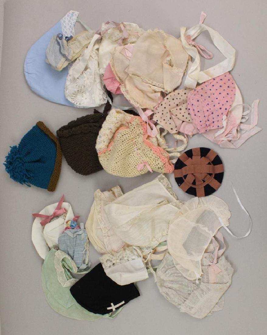 BODY PARTS/SUPPLIES: LOT OF (20+) DOLL/BABY HATS, CLOTH