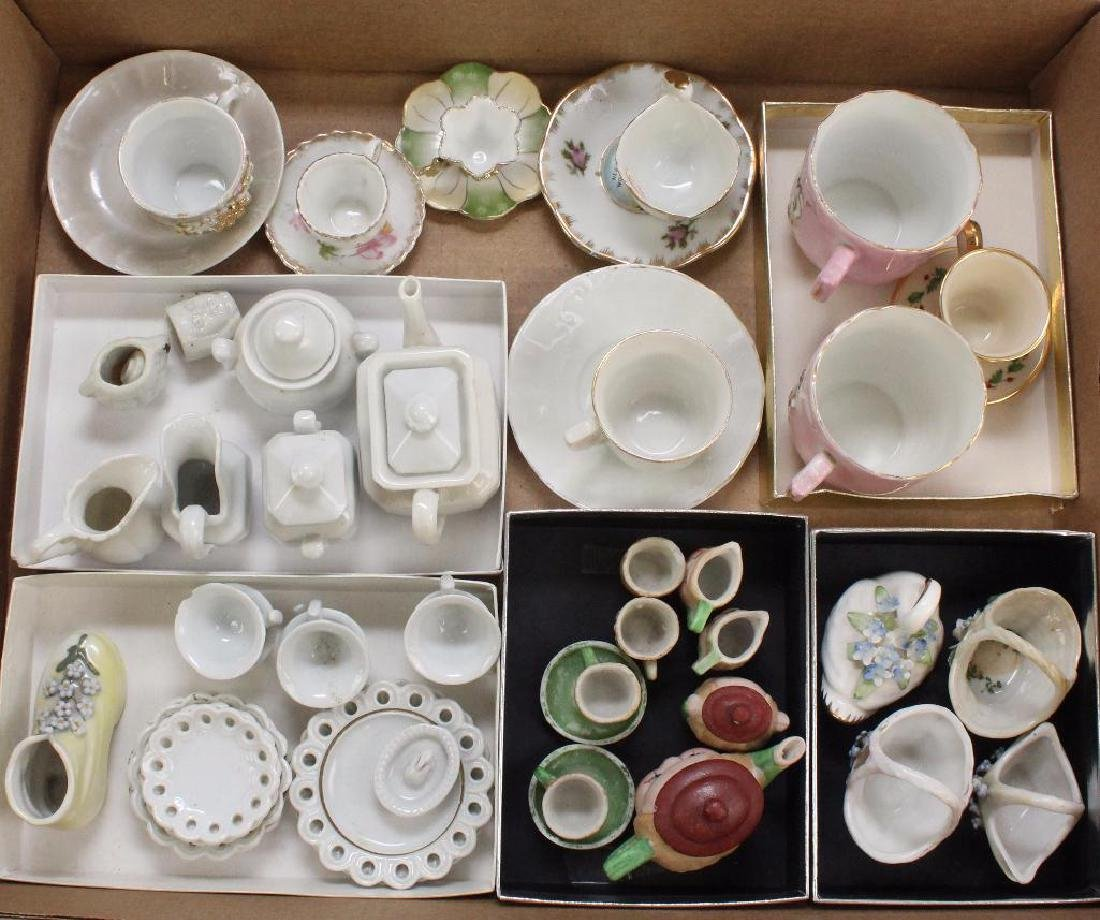 LOT OF VINTAGE & ANTIQUE DOLL CHINA.