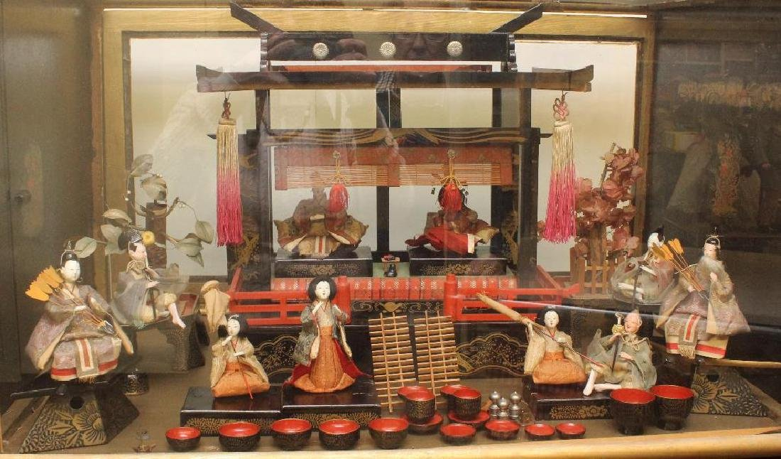 ANTIQUE JAPANESE CEREMONIAL SET WITH SHRINE IN CASE.