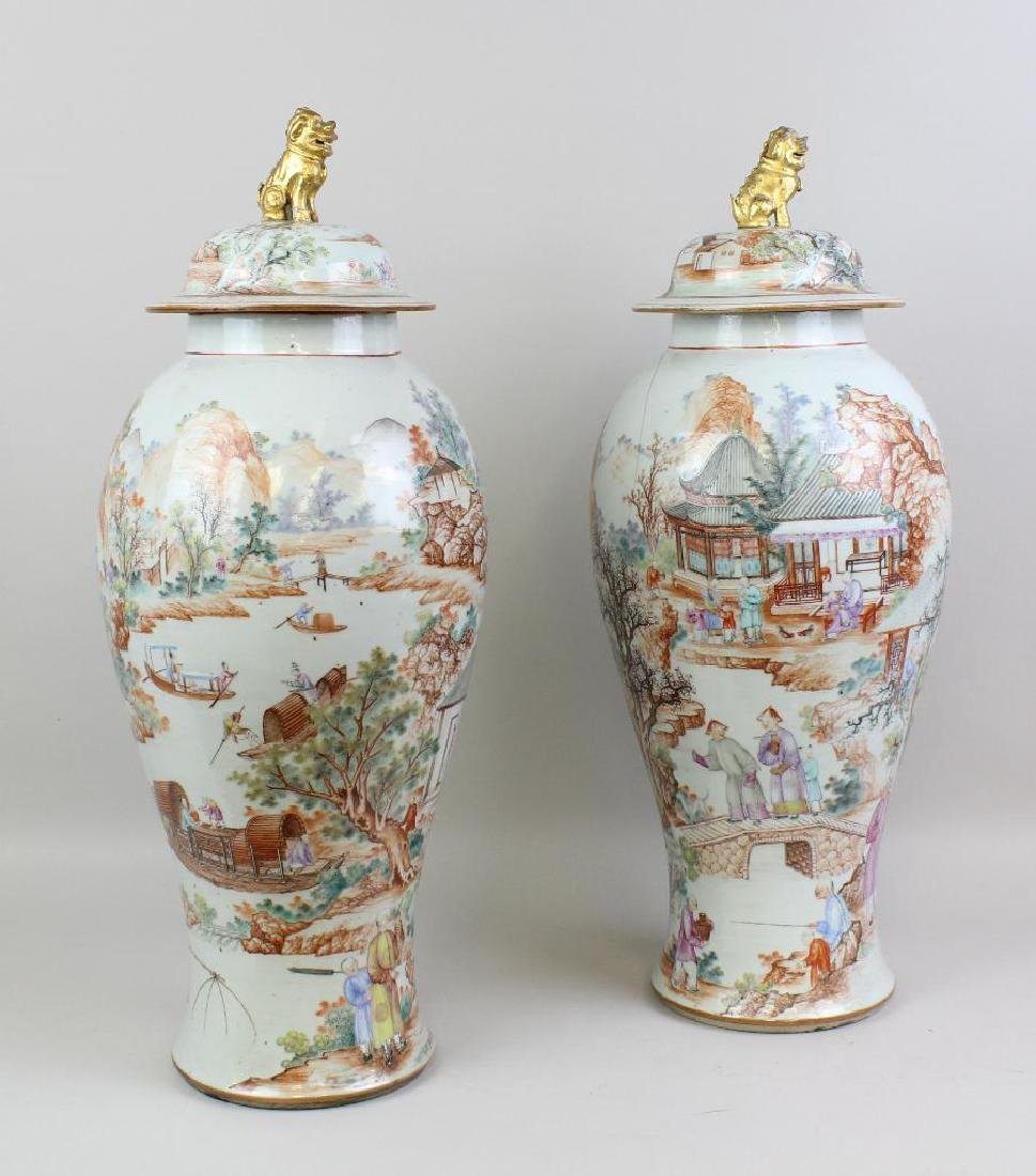 Pair of Large Chinese Export Urns - 2