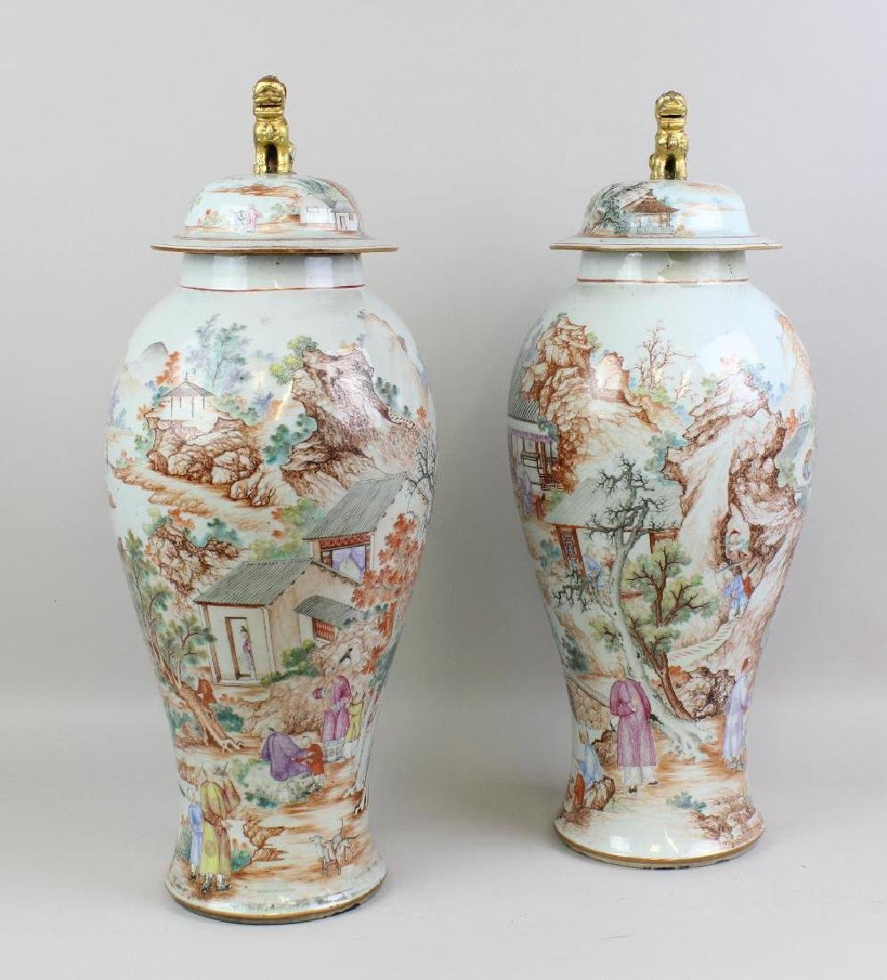 Pair of Large Chinese Export Urns - 3