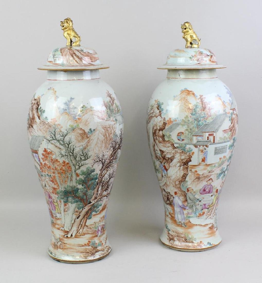 Pair of Large Chinese Export Urns - 4