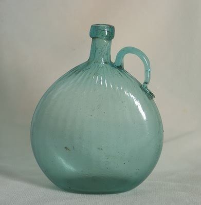 3532: Pattern Molded Mid-Western Type Handled Flask.