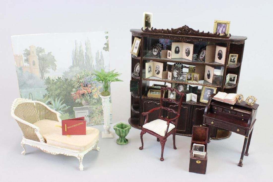 Desk, chair, chaise , Display and Photo cases Bespaq