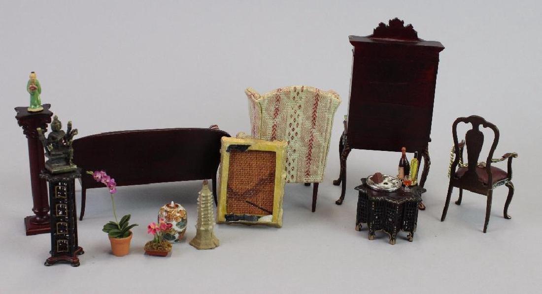 Art Dealer's Apartment - sofa, chairs, desk, clock - 2