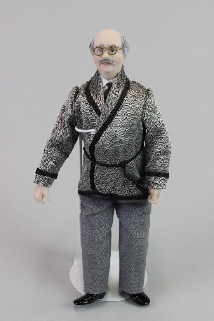 Art Dealer's Apartment - Art dealer doll