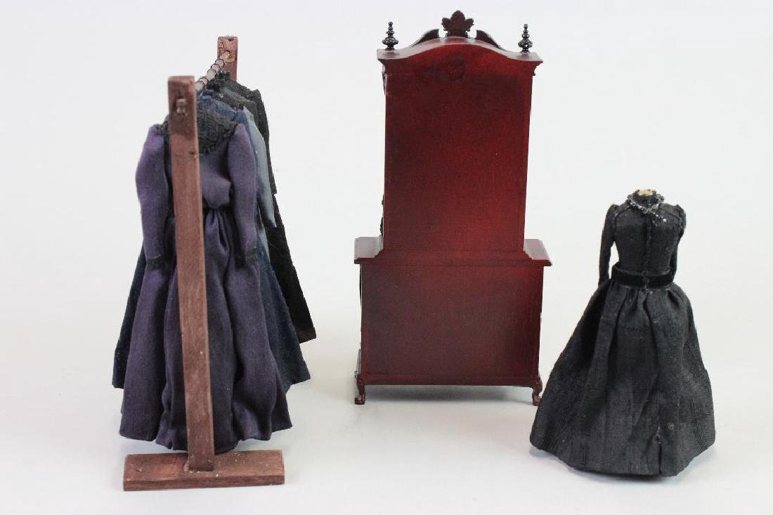 Mourning dresses, dress stand and Mannequin - 2