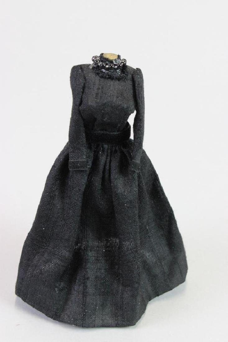 Mourning dresses, dress stand and Mannequin - 5