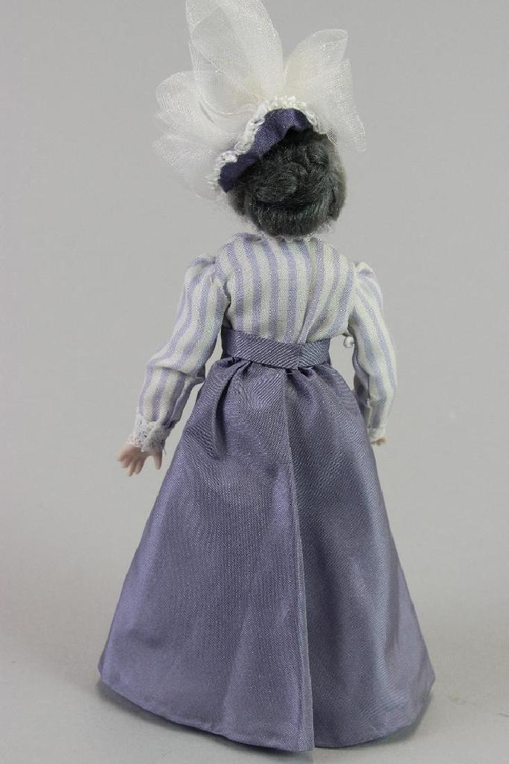 Lady shopper - 2