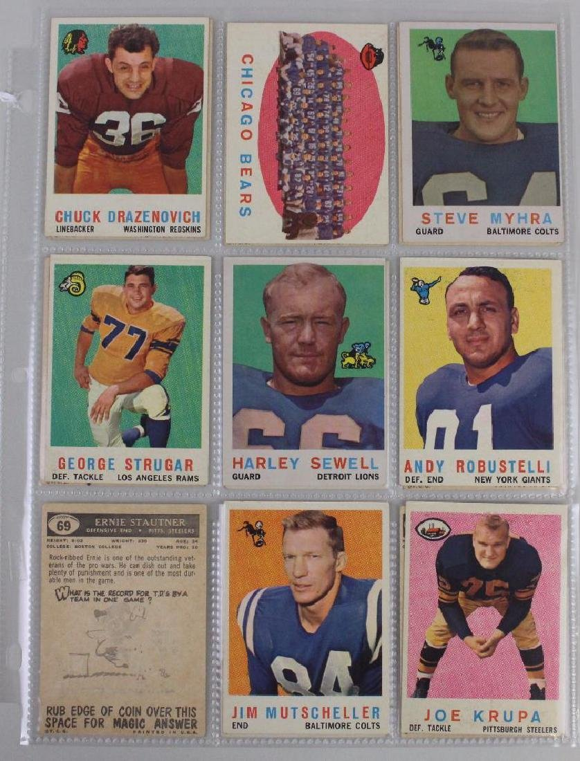 FOOTBALL PLAYERS - LOT OF 34
