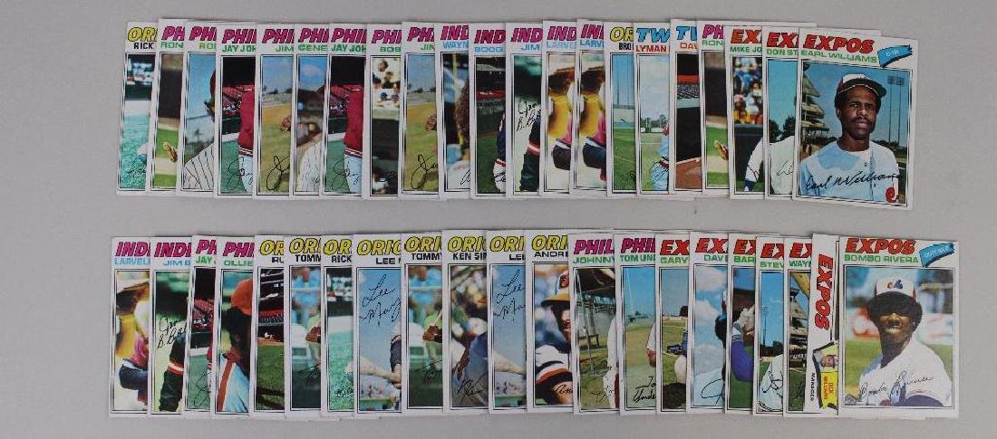 TOPPS 1977 BASEBALL CARDS - LOT OF 40