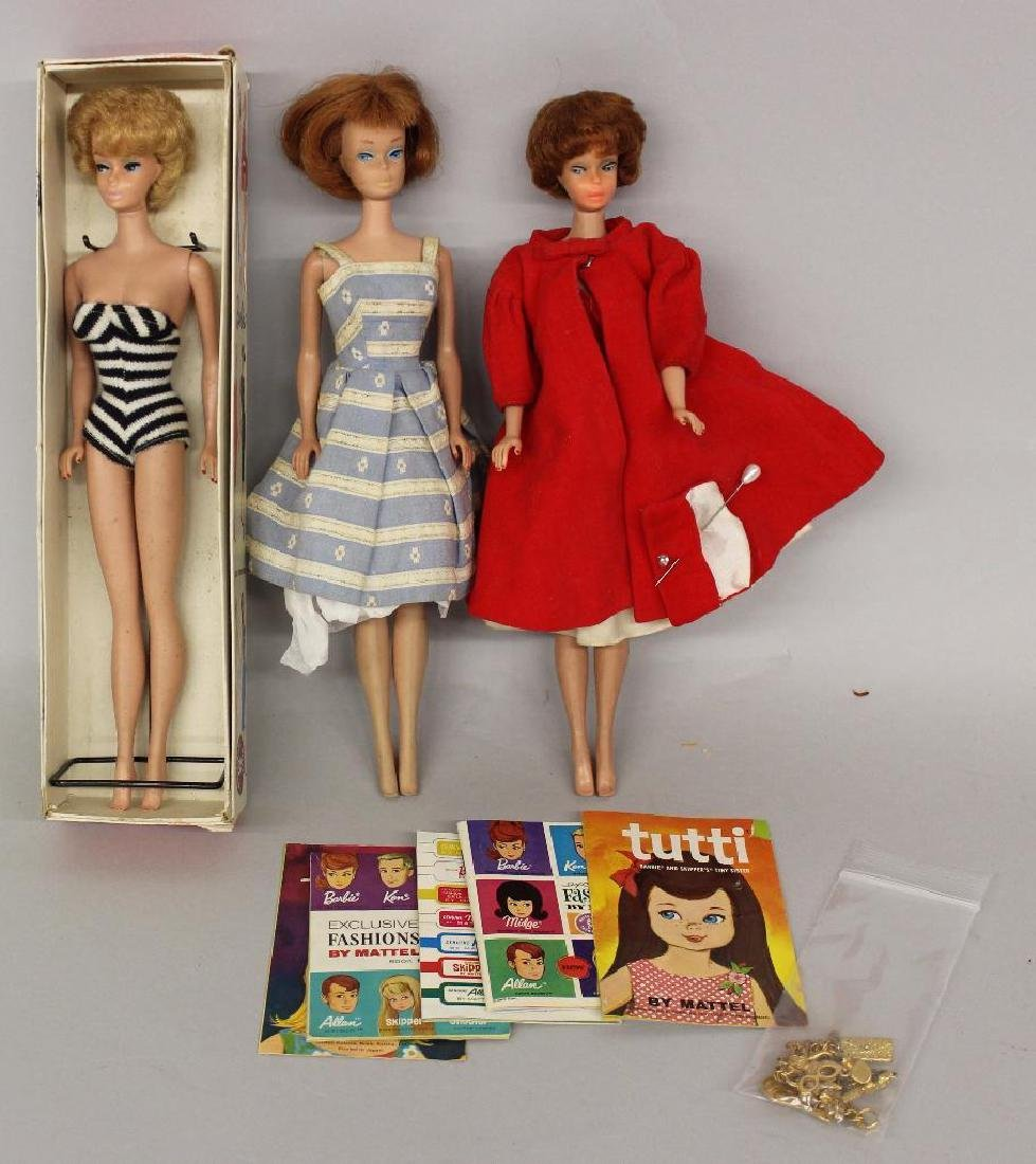 LOT OF BARBIE FAMILY: (3) BUBBLE CUT DOLLS, EXTRA ITEMS