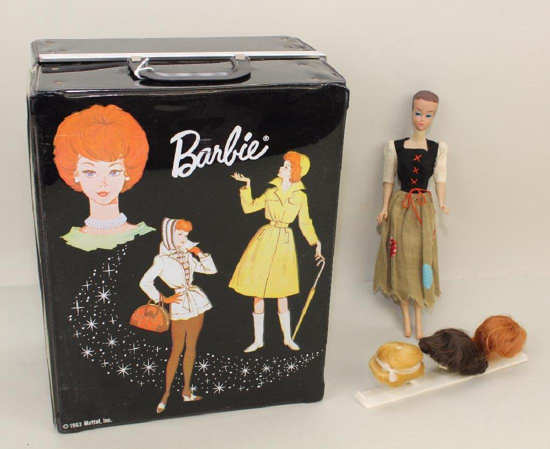 LOT OF BARBIE FAMILY: FASHION QUEEN BARBIE, TAGGED CLOT