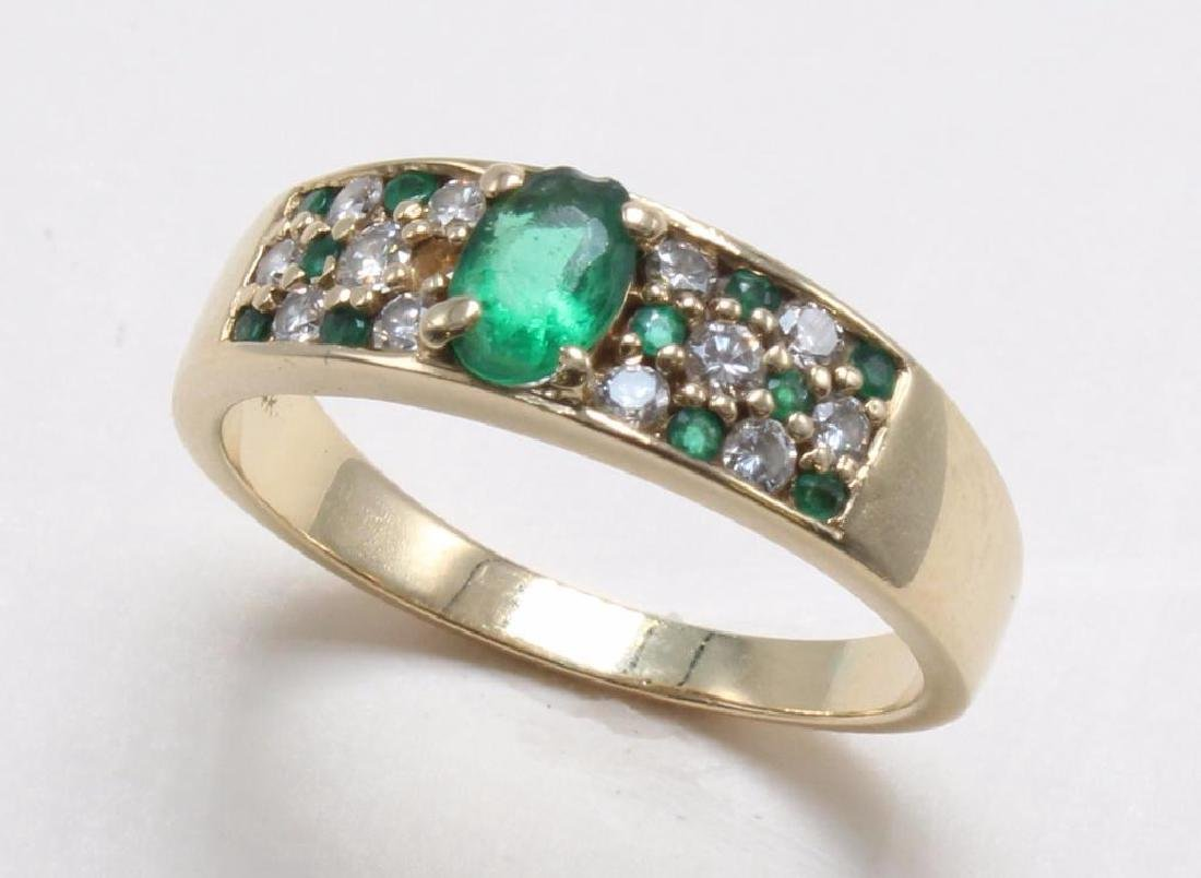 RING. EMERALD AND DIAMOND. 14K YELLOW GOLD