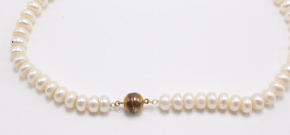 NECKLACE. BUTTON PEARL - 2