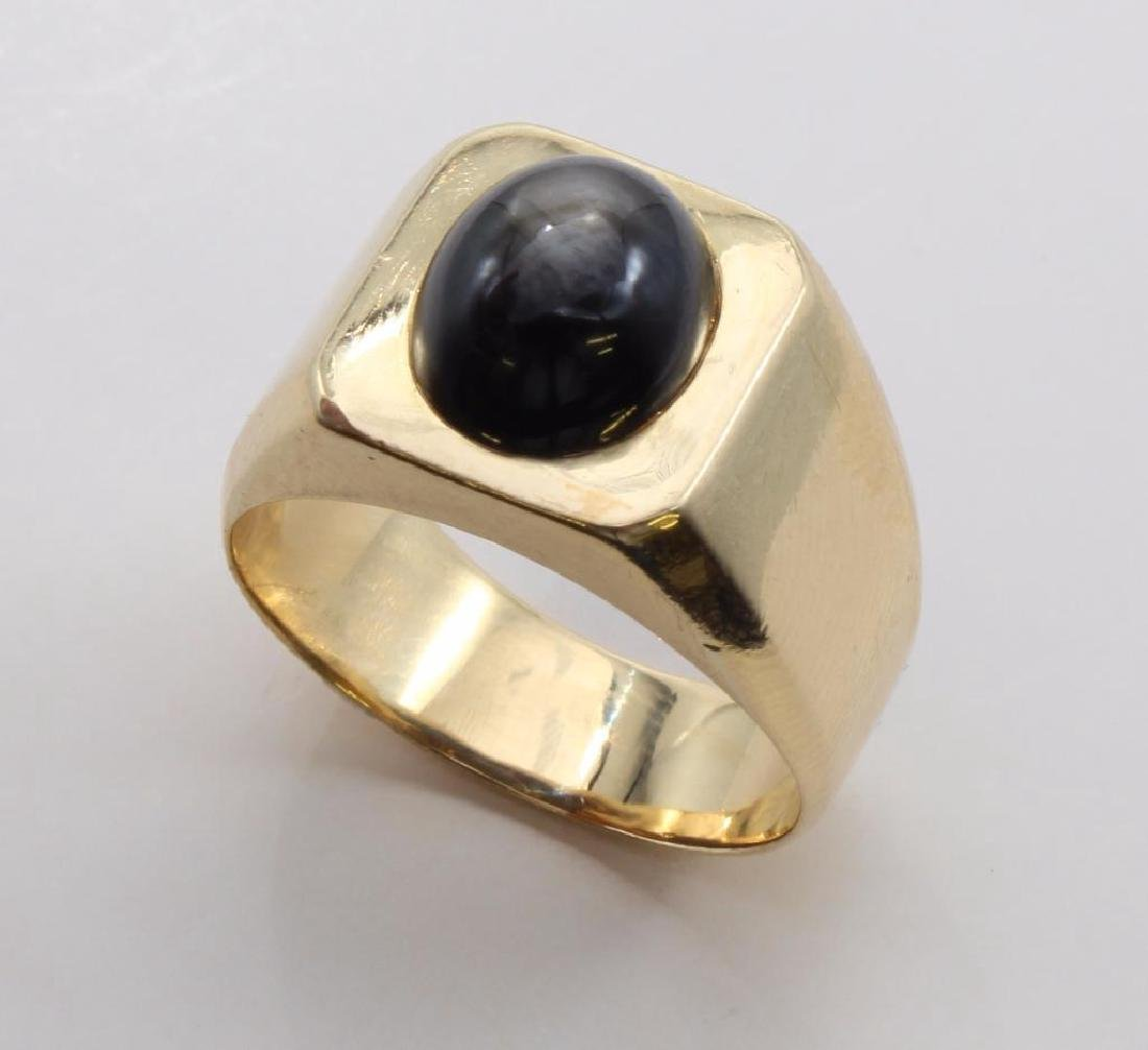 RING. BLACK STAR SAPPHIRE. 18K YELLOW GOLD