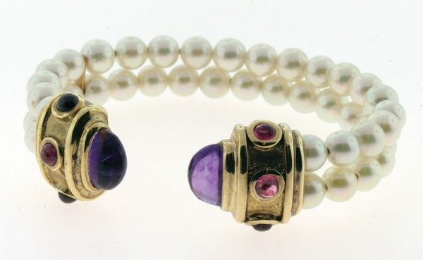 2006: Gold, amethyst and pearl bracelet.
