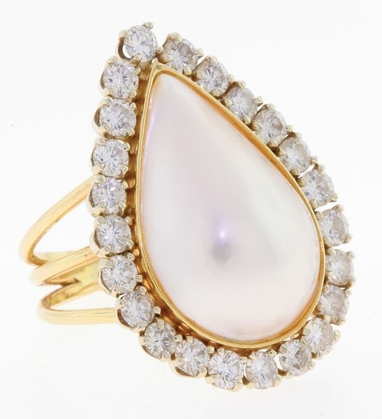 2012: Mabe pearl and diamond ring.