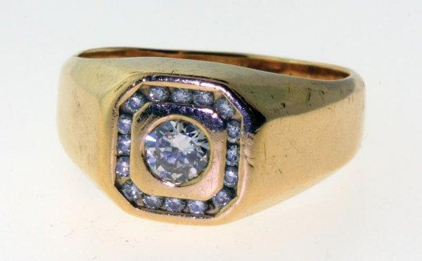 2015: Diamond ring.