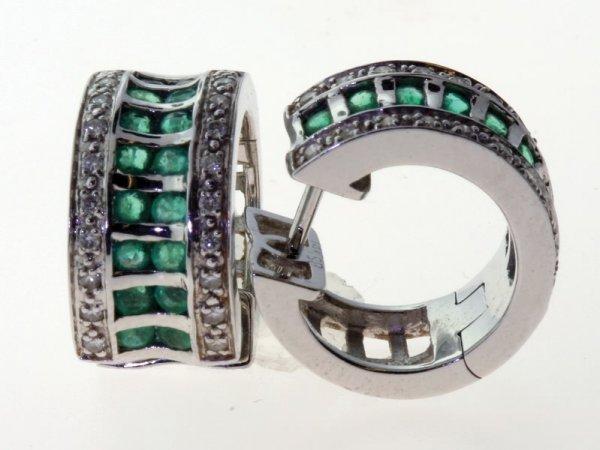 2016: Emerald and diamond earrings.