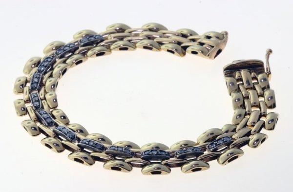 2017: Diamond bracelet.