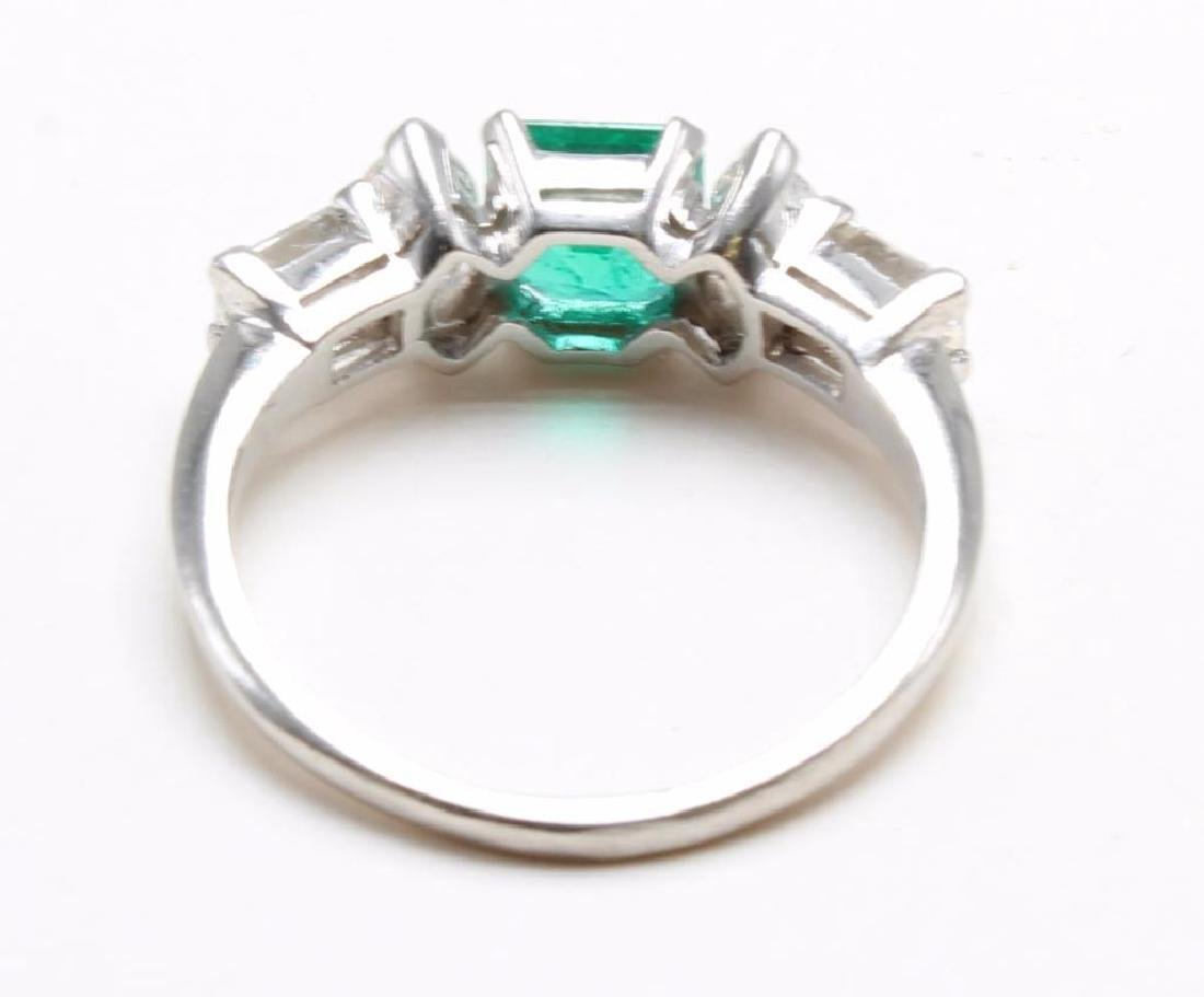 Platinum Ring with Emerald and Diamonds - 7