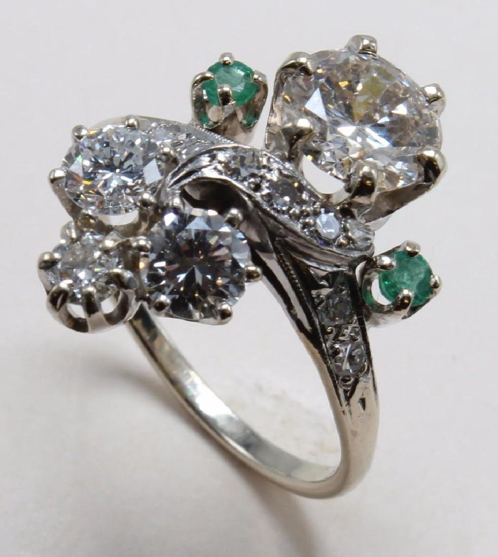 RING. DIAMOND WITH EMERALD. 14K WHITE GOLD. 1.45CT
