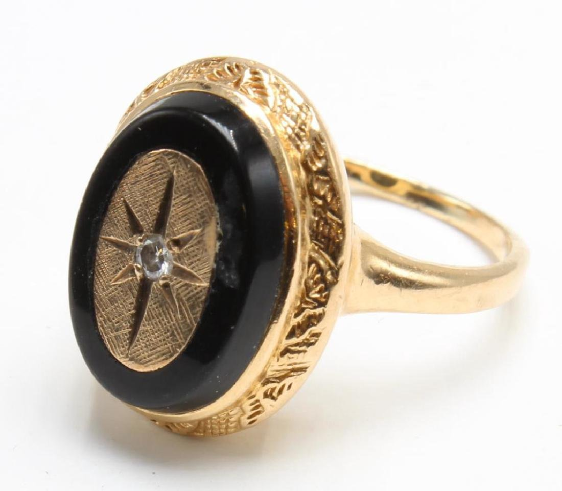 RING. ONYX WITH DIAMOND. 14K YELLOW GOLD