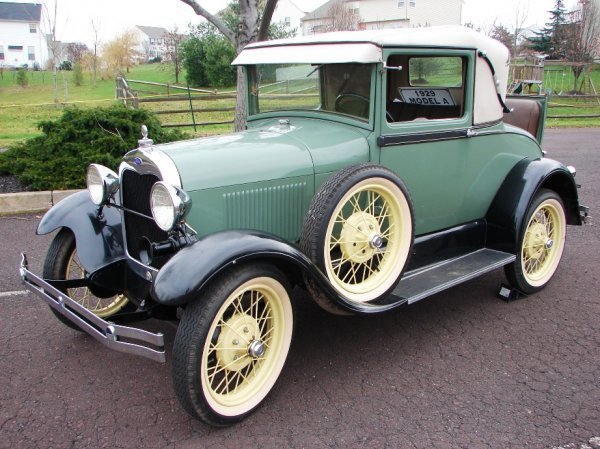 1002: 1929 Ford Model A 2 Door Coupe