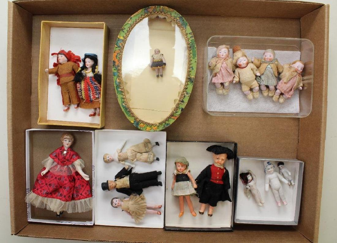 LOT OF ANTIQUE MINI/DOLL HOUSE DOLLS.