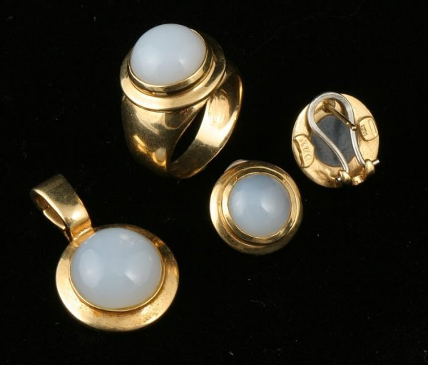 3246: Chalcedony Pendant, Ring and Earrings