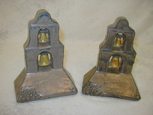 1142: Pair of Bookends.