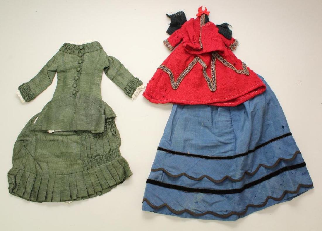 LOT OF ANTIQUE/REPRODUCTION DOLL CLOTHING. - 3