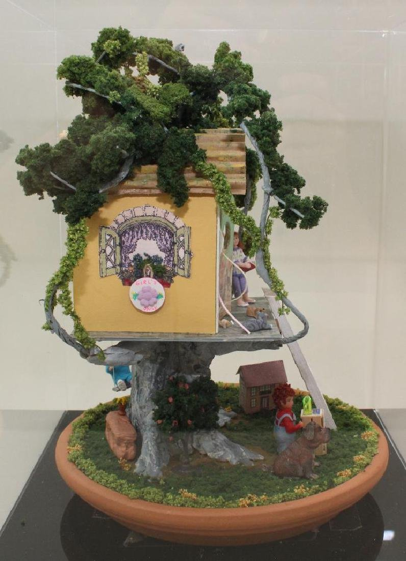 """MINIATURE TREE GIRL'S """"KLUB"""" HOUSE: FULLY FURNISHED. - 6"""