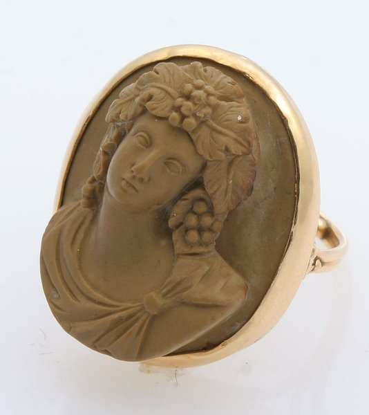 3266: Carved Cameo Ring