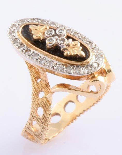 3255: Diamond and Enamel Ring