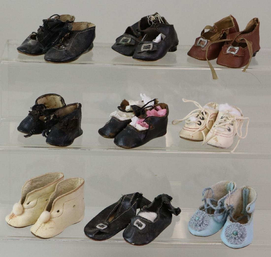 LOT OF DOLL ACCESSORIES: SHOES.
